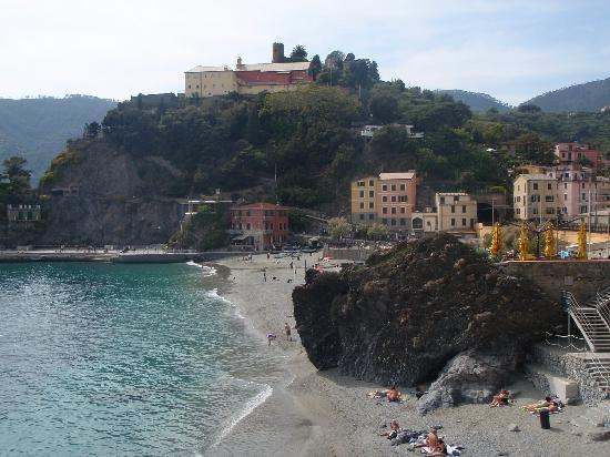 Hotel Pasquale : View of the hotel from the path to Vernazza