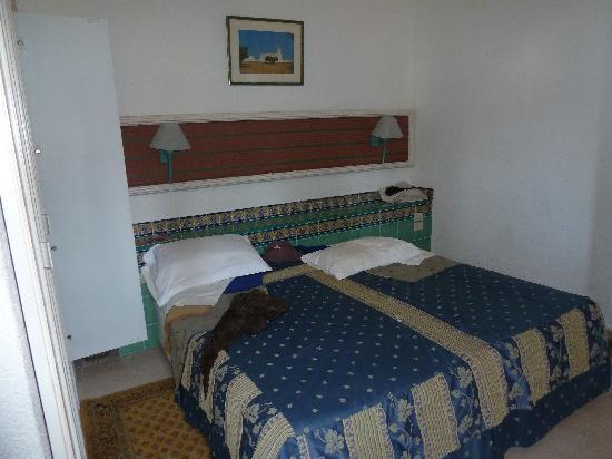 Club Oasis Marine : chambres avec un grand lit