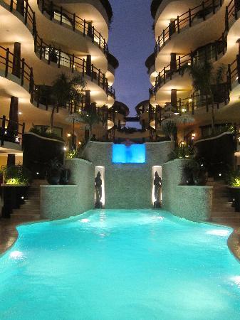 Condo Beach Hotel El Taj Room
