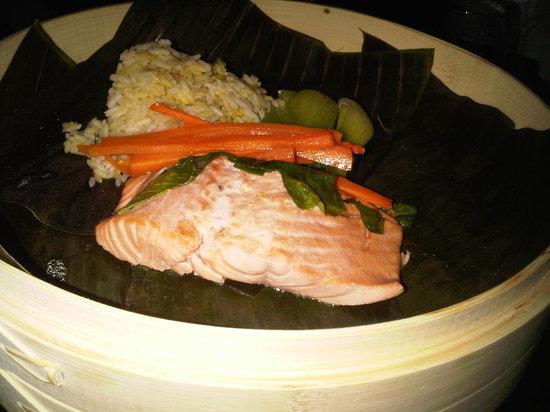 One Eleven Martini Bar: Salmon Steam Pot