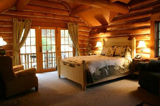 Leicester, NC: Strawberry Room at Wildberry Lodge