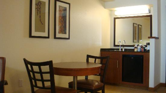 Hyatt Place Fremont/Silicon Valley: Looking towards the door, wet bar & dining table