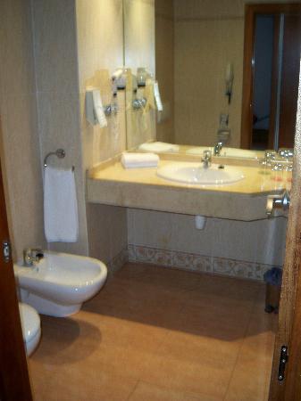 MedPlaya Piramide Salou: bathroom was always clean!