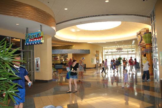 ดิสนี่ส์ป๊อปเซ็นจูรี่ รีสอร์ท: Lobby del hotel