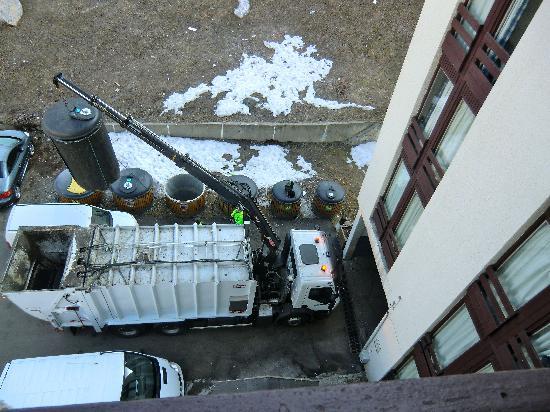 Club Med Tignes Val Claret: rubbish truck outside window 6.45am