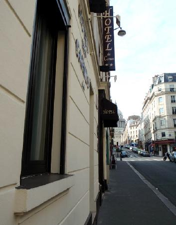 Hotel des Carmes: View up rue des carmes towards Pantheon