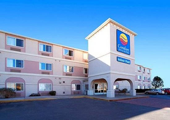 Comfort Inn & Suites North: Exterior and Main Entrance