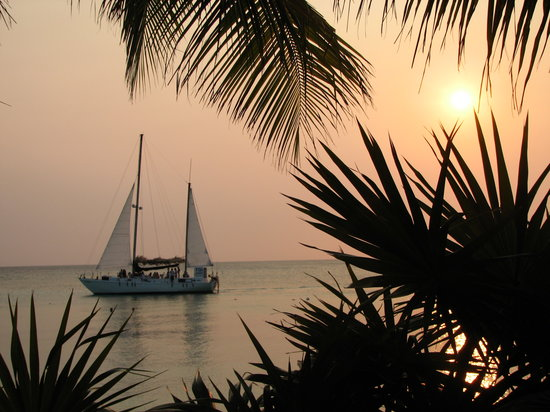 Roatan, Honduras: Superbe coucher de soleil