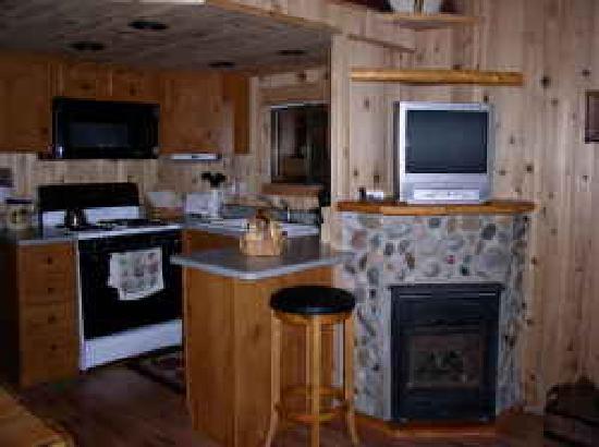 Cedar Pines Resort: Kitchen