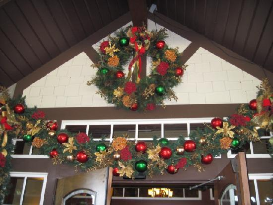 The Inn at Christmas Place: Decorations in the back enterance