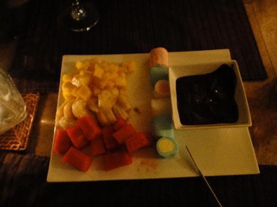 Hotel Moana: Fruit & Marshmallow Fondue for dessert