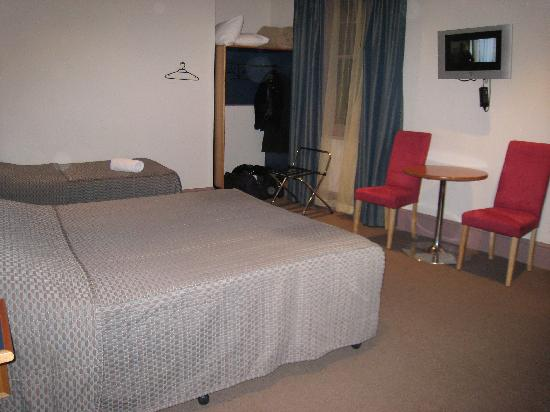 Central Hotel Hobart: Our room - nice & spacious