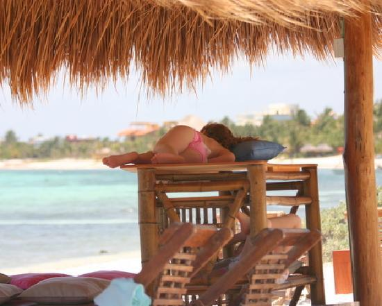 Hotel Jashita: Falling asleep on the beach