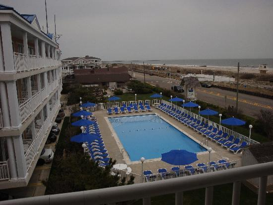 La Mer Beachfront  Inn: View from our 4th floor room