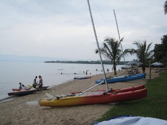 Lake Kivu Serena Hotel: The Hotels beach