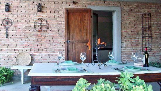 Casa di Maio: portico dining area