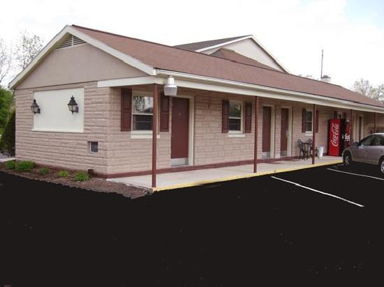 Cocoa Country Inn at Hershey: Ground Floor Exterior Rooms