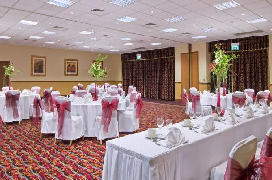 Hilton Warwick / Stratford-upon-Avon: The Avon Suite set up for a wedding
