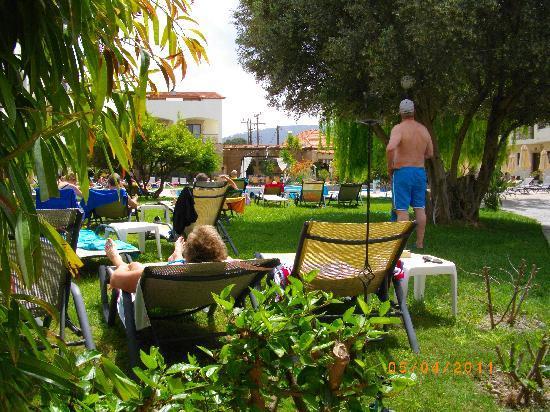 Villas Duc-Rhodes: Utsikt från lägenhet mot poolen