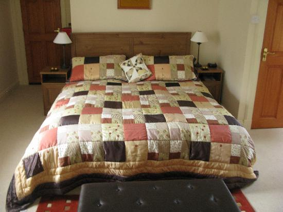 Grange Farmhouse Bed and Breakfast: West Wing Room Very Comfortable Bed