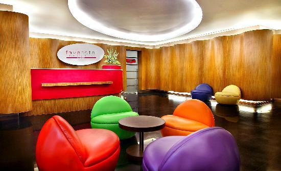 favehotel MEX Surabaya: Reception Lobby