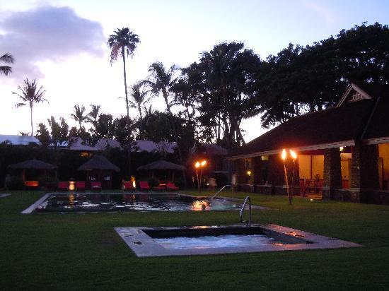 Aina Nalu : Pool at night