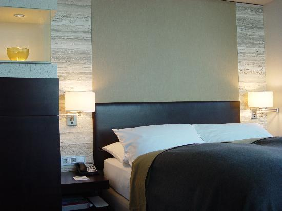 Dorint Hotel am Heumarkt Koln: Zimmeransicht
