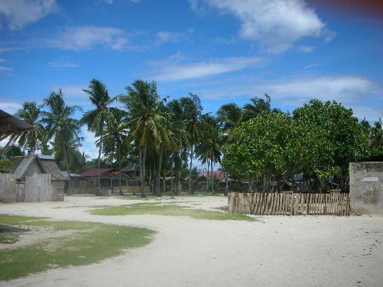 Isla Hayahay : One of the islands you can visit from the resort.