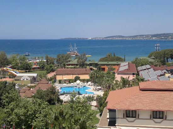 Kosdere Club Hotel: View from roof bar, the pool