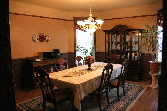 The Corner House Bed and Breakfast: Breakfast table