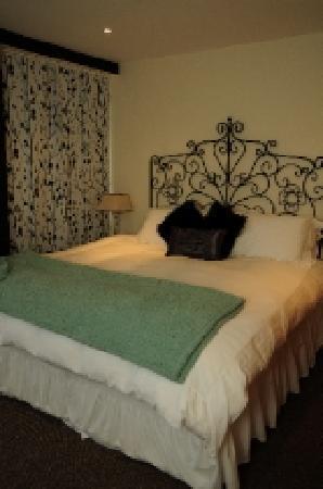 Cranbrook House Serviced Apartments: Select Interiors
