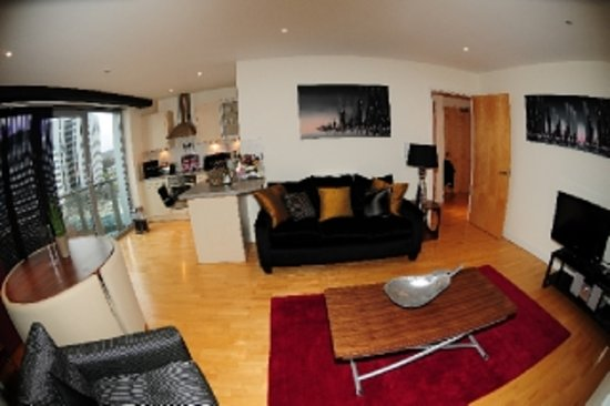 Cranbrook House Serviced Apartments: Light & Spacious Living Rooms