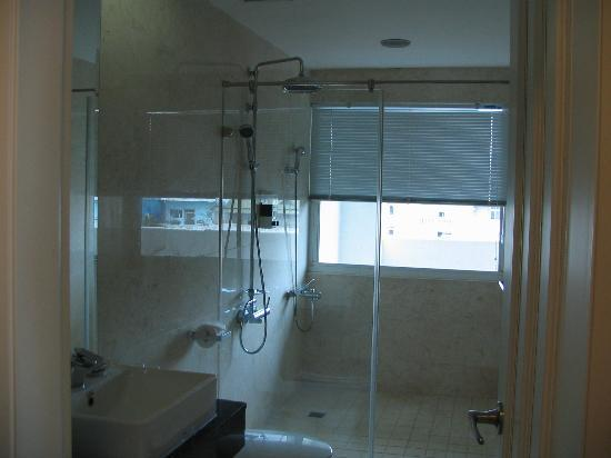 Hotel Bayview: bathroom
