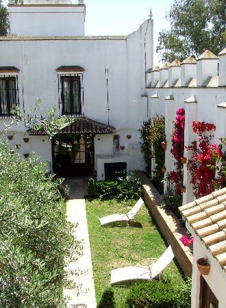 Hotel La Malvasia: the courtyard