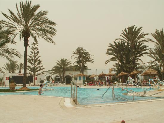Golf Beach Hotel & Spa : piscine extérieure