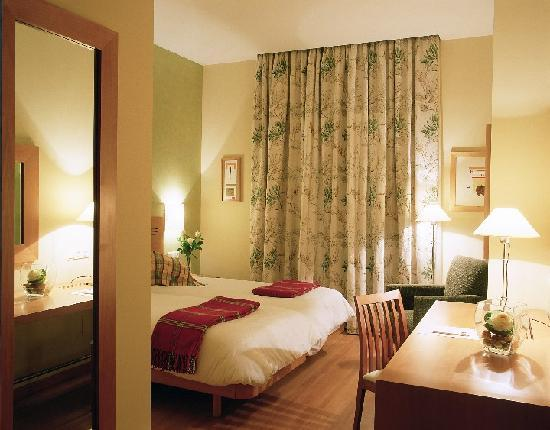Photo of Metropol Rooms Miraflores Miraflores de la Sierra