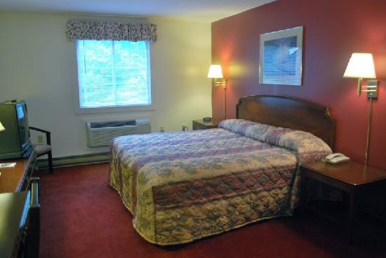 Snowy Owl Inn: King Bed Room