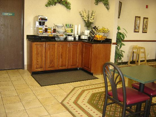 New Victorian Inn & Suites Sioux City: Deluxe Breakfast Buffet Bar #1
