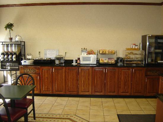 New Victorian Inn & Suites Sioux City: Deluxe Breakfast Buffet Bar #2