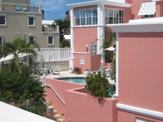 Royal Palms Hotel: Loking at pool from patio