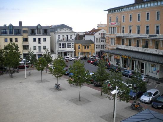 Hotel Am Leuchtturm: View from the window: the square