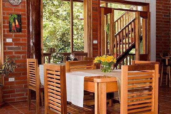 Dragonfly Inn B&B: Inside the restaurant of the Dragonfly Inn