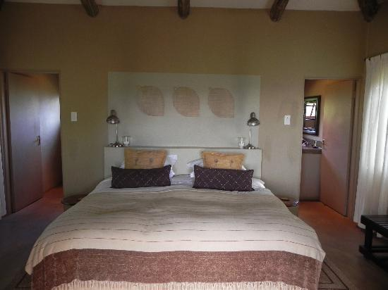 Windmill Wine Shop and Cottages: Romantic bedroom