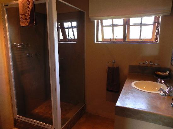 Windmill Wine Shop and Cottages: Luxury ensuite bathroom