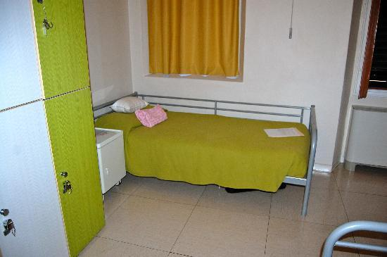 Academy Hostel: A bed in Room H