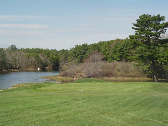 Cape Arundel Golf Club: 1st green