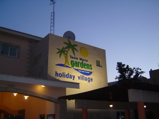 Tasia Maris Gardens Apartments: gardens