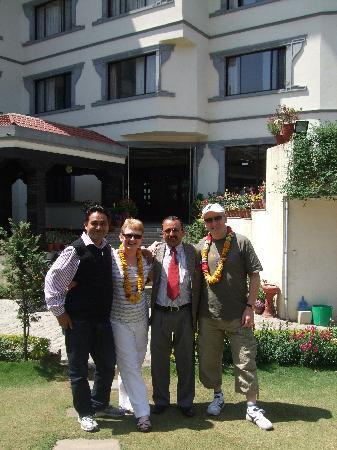 Samsara Resort: Outside hotel with Puru(manager) and Fanindra  of happy treks