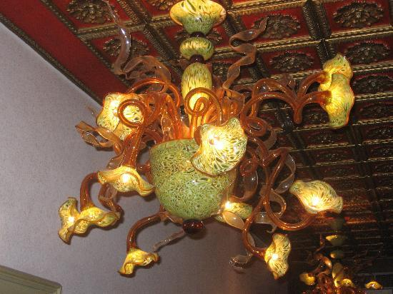 Hotel Saturnia & International: Loved the Murano Glass Chandeliers!