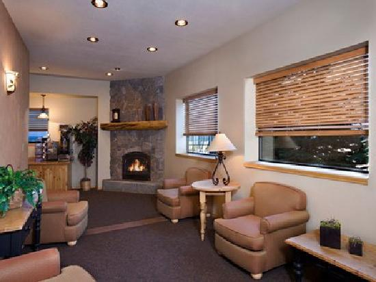 Tahoe Lakeshore Lodge and Spa: Lobby lounge